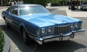 1973_Ford_Thunderbird_blue_front